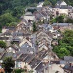 Vistas panorámicas de Najac en Aveyron desde el castillo