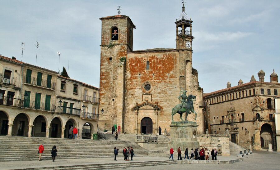 Iglesia de San Martín en la plaza Mayor de Trujillo en Extremadura