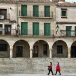 Soportales en la plaza Mayor de Trujillo en Extremadura
