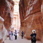 Vista del Tesoro de Petra desde el desfiladero Siq