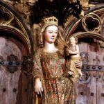 Imagen de la Virgen de Santa Maria de los Reyes en el pórtico de Laguardia