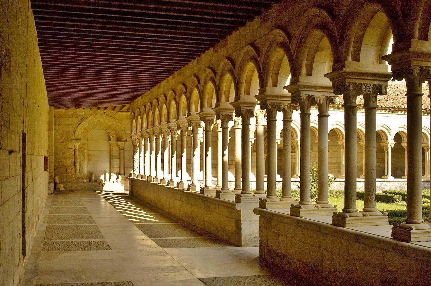 Claustro de San Andrés de Arroyo en la provincia de Palencia