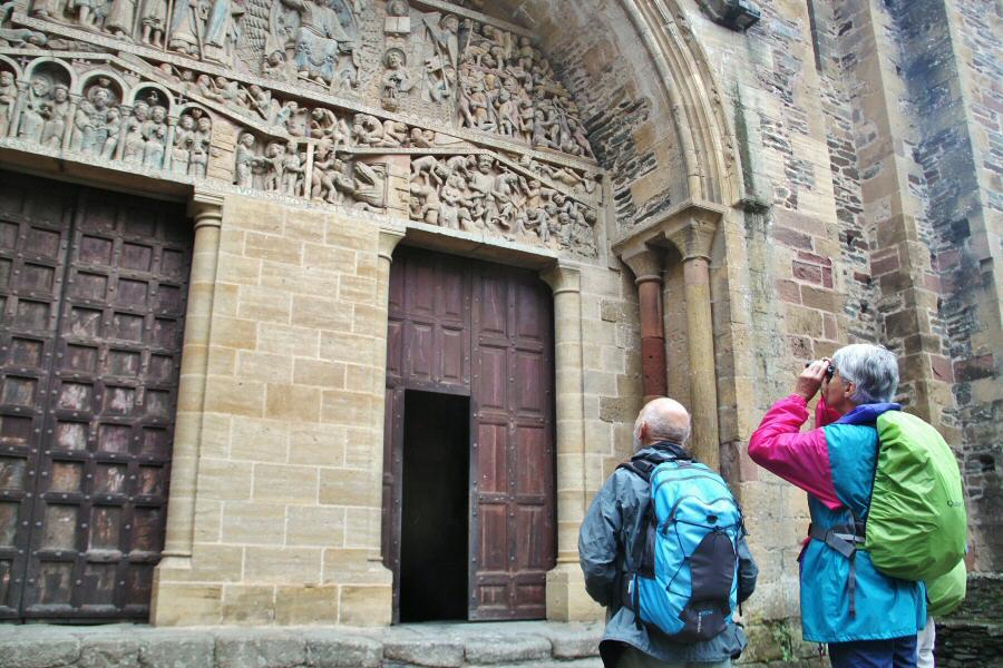 Tímpano del Juicio Final en la Abadía de Conques al sur de Francia