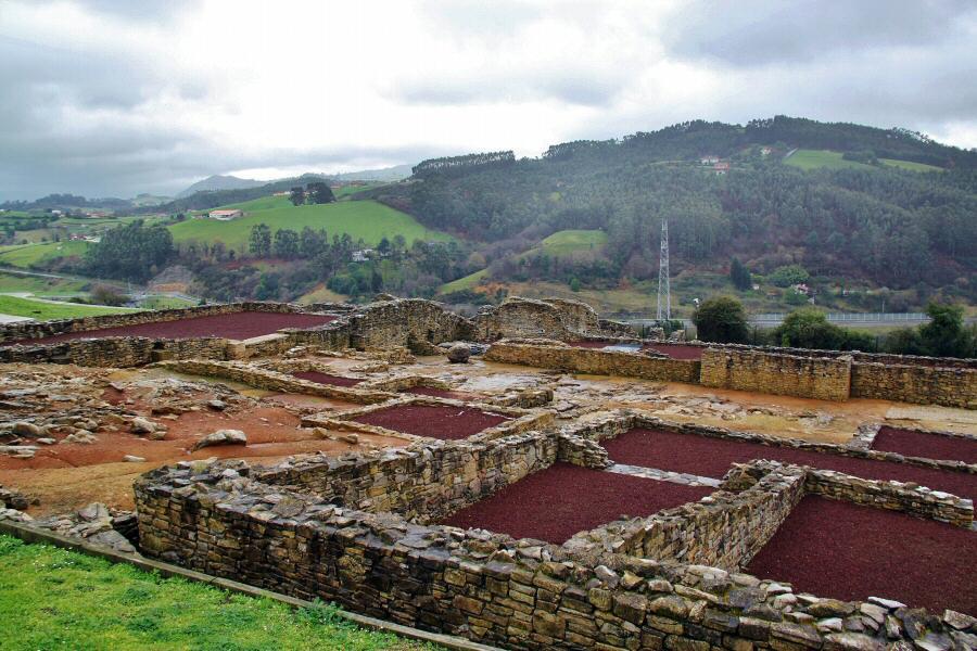 Restos arqueológicos de la Villa Romana de Veranes cerca de Gijón
