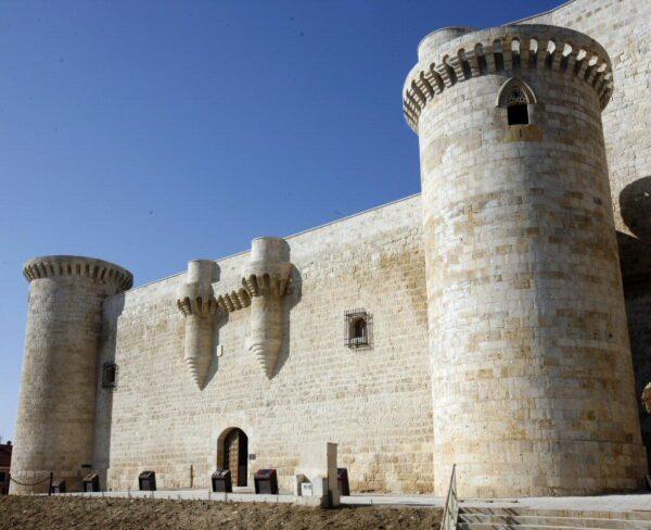 Castillo de Fuentes de Valdepero en Palencia @Turismo Palencia