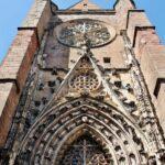 Pórtico de la catedral gótica de Rodez al sur de Francia