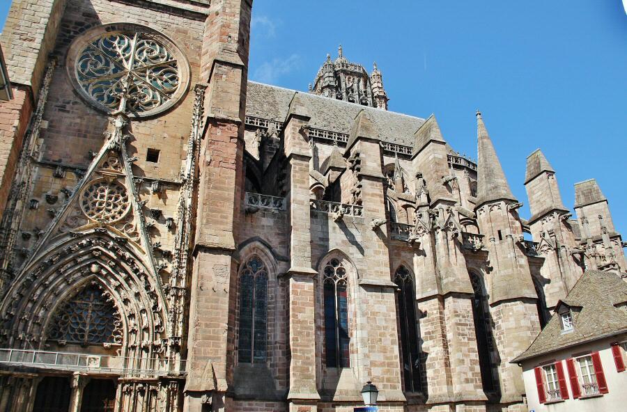 Catedral gótica de Rodez en Aveyron al sur de Francia