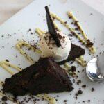 Brownie de chocolate con helado de trufa en rest El Prigó de Catí