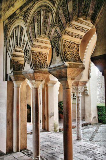 Arcos polilobulados en el Pabellón de la Alcazaba de Málaga