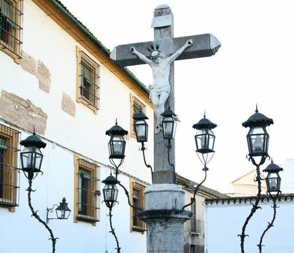 Cristo de los Faroles en la plaza de los Capuchinos en Córdoba
