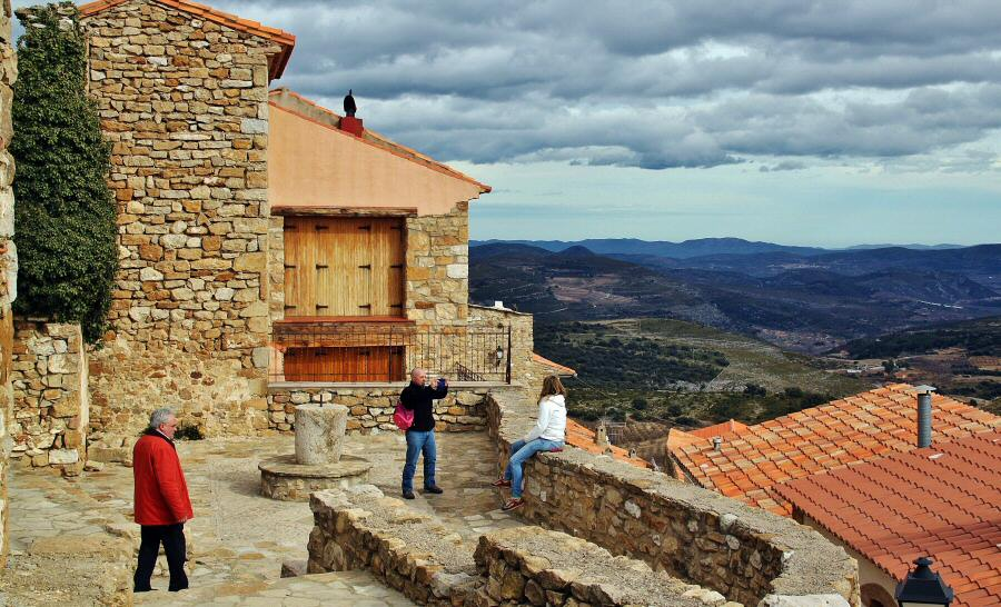 Vistas panorámicas desde el casco antiguo de Culla en Alto Maestrazgo de Castellón