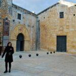 Entrada a la iglesia de Catí en el Alto Maestrazgo de Castellón