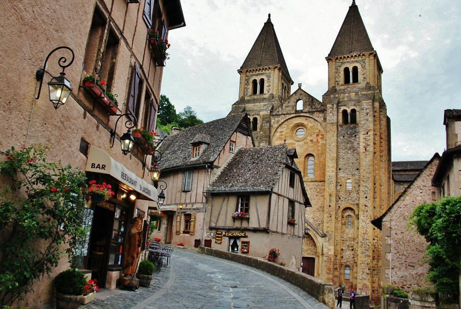 http://guias-viajar.com/wp-content/uploads/2014/02/fotos-francia-conques-aveyron-002.jpg