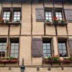 Casa entramada en el pueblo medieval de Conques al sur de Francia