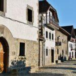 Arquitectura rural en Ochagavia en los Pirineos de Navarra