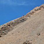 Empinado sendero para subir al cono del volcan Teide en Tenerife