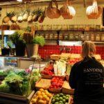 Tipico mercado sueco Ostermalms Saluhall en Estocolmo