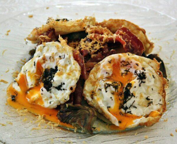 Huevos rotos trufados – Rest El Prigó en Catí
