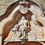 Arco de entrada del castillo de Belmonte en Cuenca