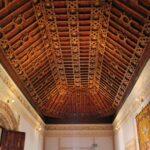 Techo artesonado en el castillo de Belmonte en Cuenca