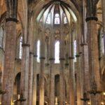 Cabecera interior de la Basílica de Santa María del Mar en Barcelona
