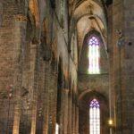 Nave lateral de la Basílica de Santa María del Mar en Barcelona