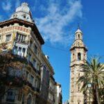 Torre de la iglesia de Santa Catalina en la plaza de la Reina de Valencia