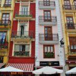 Fachada coloridas en casas del centro histórico de Valencia