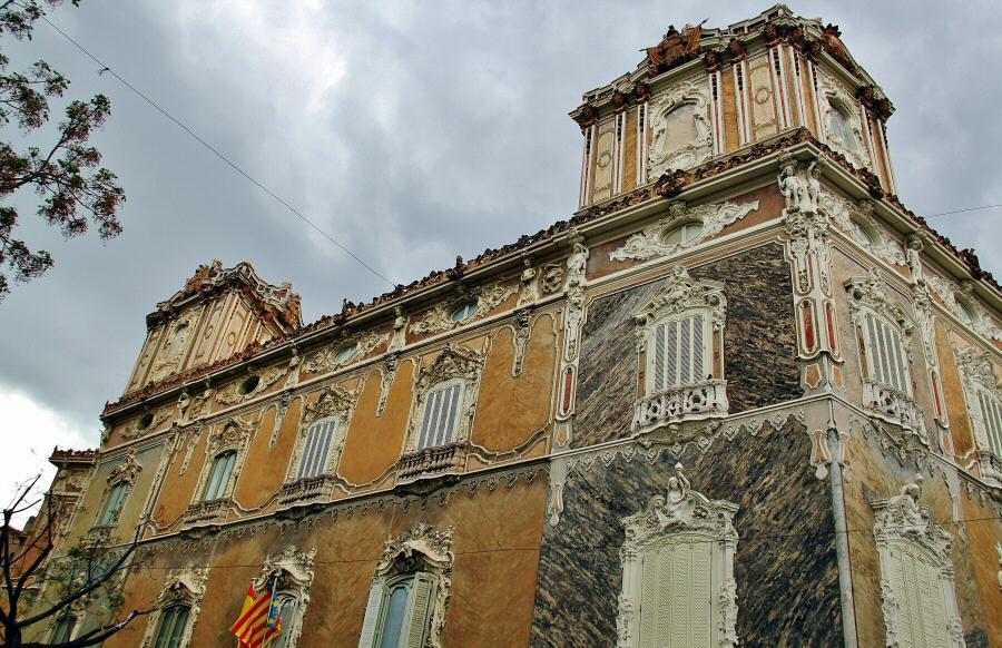 Palacio del marqu s de dos aguas en el centro hist rico de - Centro historico de madrid ...