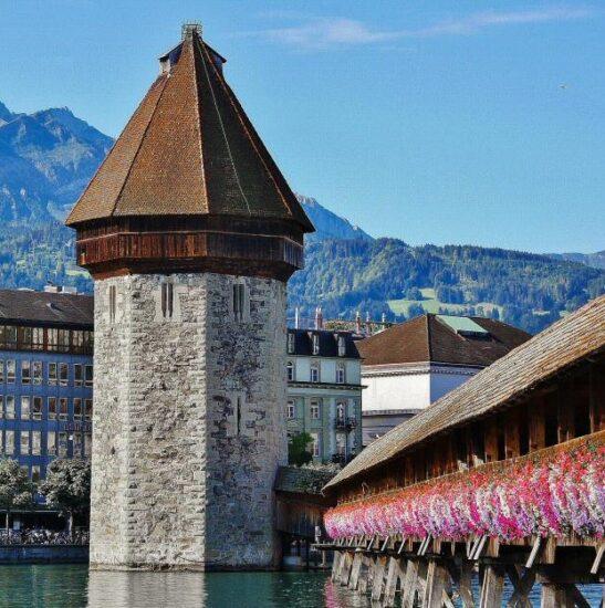 Torre del Agua del puente medieval de Lucerna en Suiza