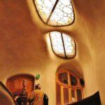 Escalera de la Casa Batlló de Gaudí en Barcelona