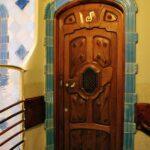 Puerta en la Casa Batlló de Gaudí en Barcelona