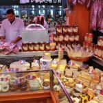 Puesto de quesos en el Mercado Central de Valencia