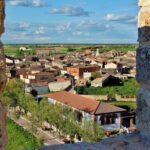Vistas del pueblo de Tiedra desde la terraza del castillo en Valladolid