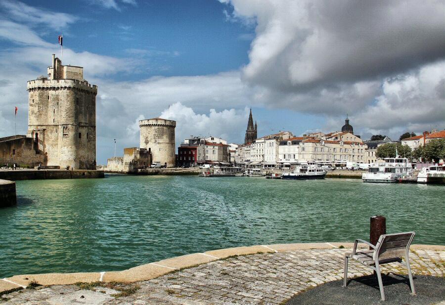 Torres del Puerto Viejo de La Rochelle al oeste de Francia