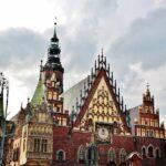 Antiguo ayuntamiento en la plaza del Mercado de Wroclaw en Polonia