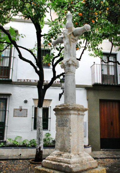 Plazuela de Santa Marta en Barrio de Santa Cruz en Sevilla