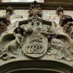 Labrado en piedra en la fachada del Palau Macaya de Barcelona