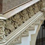 Escalera del patio interior del Palau Macaya en Barcelona