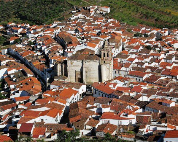 Vistas panorámicas de Feria desde el castillo en Badajoz