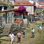Paseo por la ría en Combarro en Galicia
