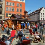 Animado ambiente playero en la plaza del Mercado de Wroclaw