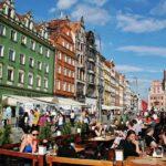 Terrazas en la plaza del Mercado de Wroclaw