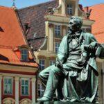 Escultura en la plaza del Mercado de Wroclaw