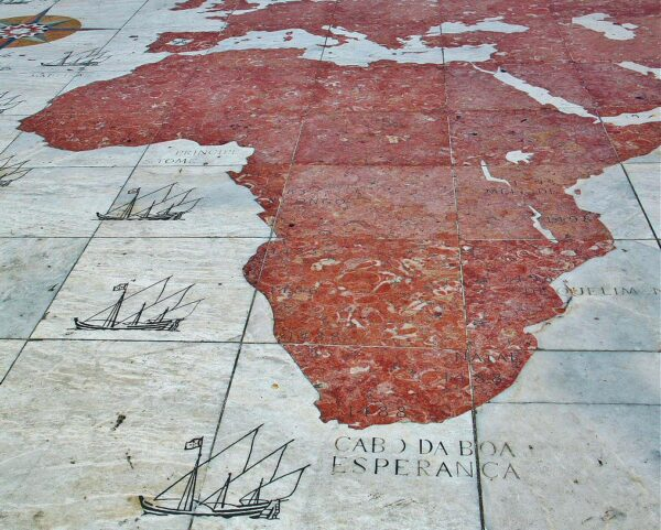 Rosa de los Vientos frente al monumento a los Descubrimientos en Belem