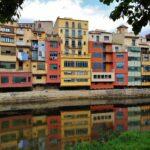 Coloridas casas del Onyar en Girona