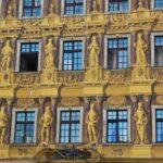 Decoración en edificio de la plaza del Mercado de Wroclaw en Polonia