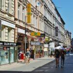 Principal calle comercial de Poznan en Polonia