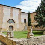Claustro del antiguo convento de San Francisco en Medina de Rioseco en Valladolid
