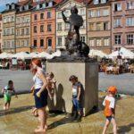 Estatua de la Sirena de Varsovia en la plaza del Mercado